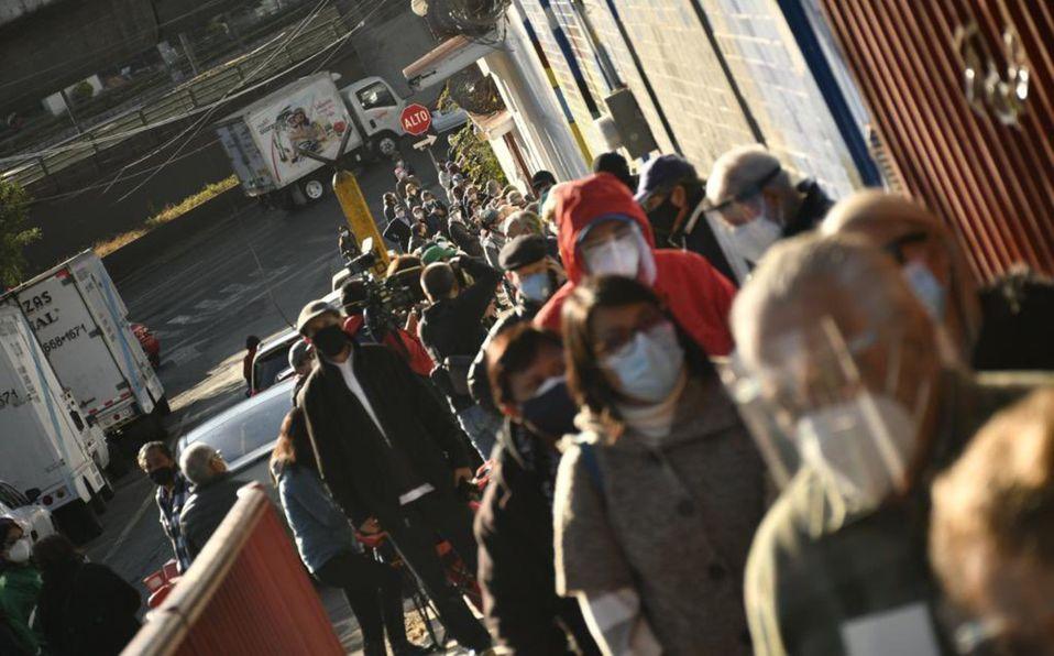Autoridades piden calma para evitar aglomeraciones en centros de vacunación