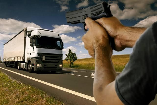 Persiste la inseguridad en las carreteras del país: transportistas.