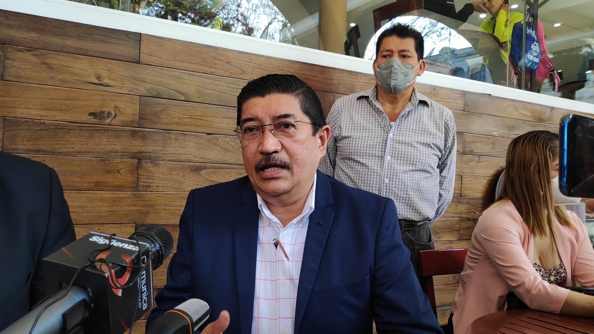 Delitos de ultrajes a la autoridad viola flagrantemente derechos humanos de todos