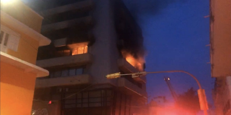 Se incendia edificio de Los Ruíz en el Centro de Veracruz.
