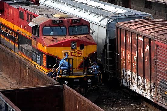 Doble vía del Ferrocarril en Veracruz, duplicará Movimiento de carga.