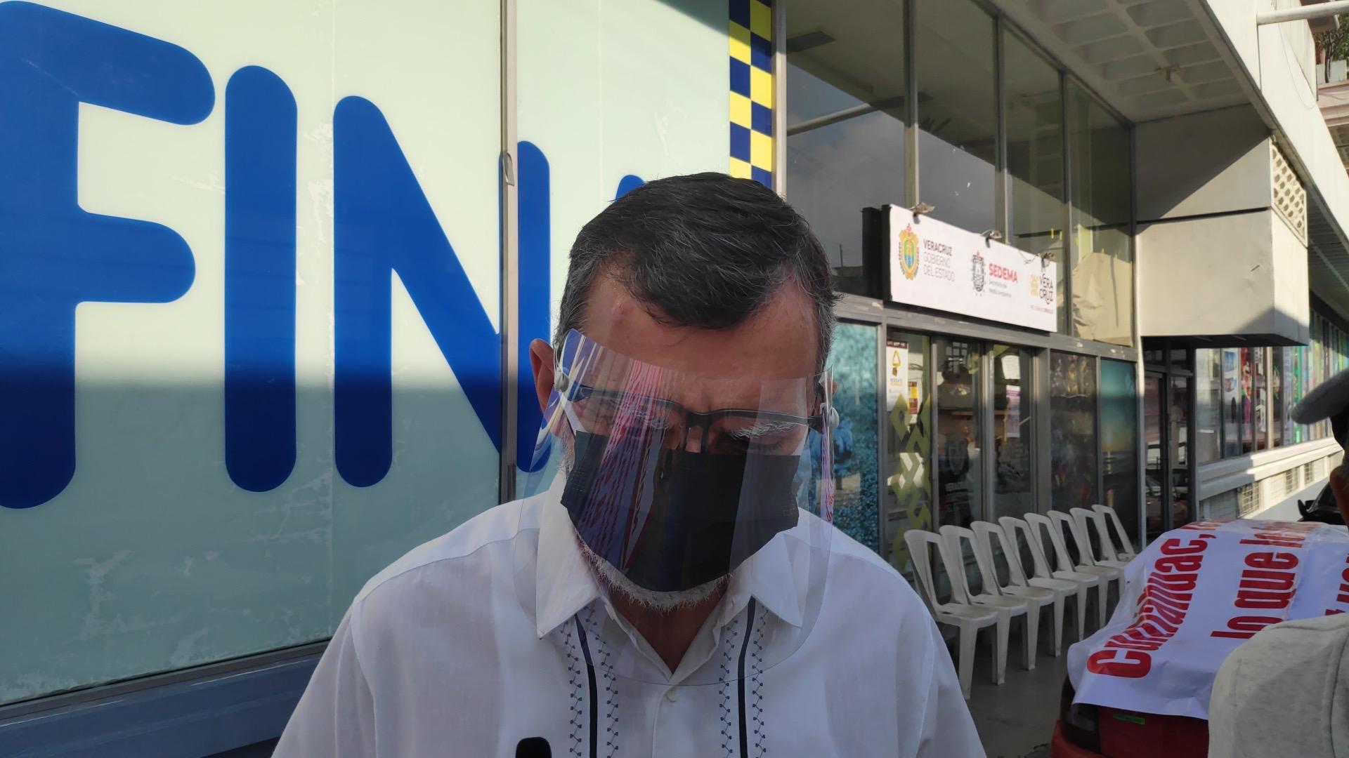 Anuncia denuncia contra Gobernador y lo detienen