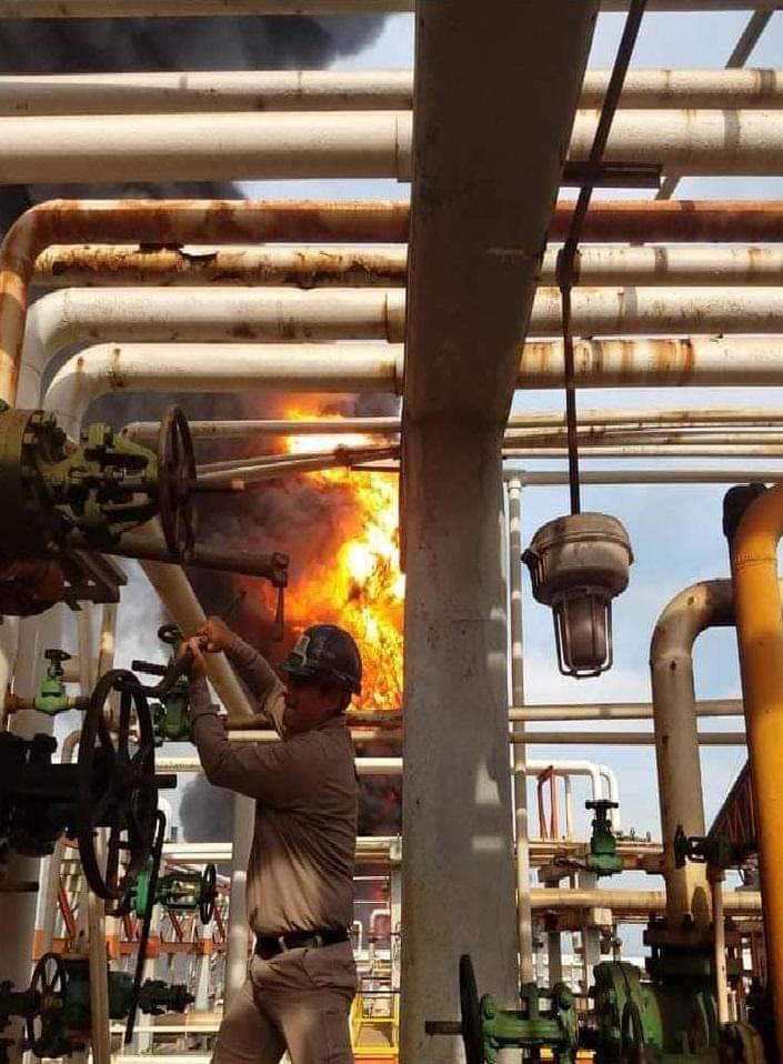 ¿Quién es? El héroe que cerró válvulas durante incendio en refinería de Minatitlán
