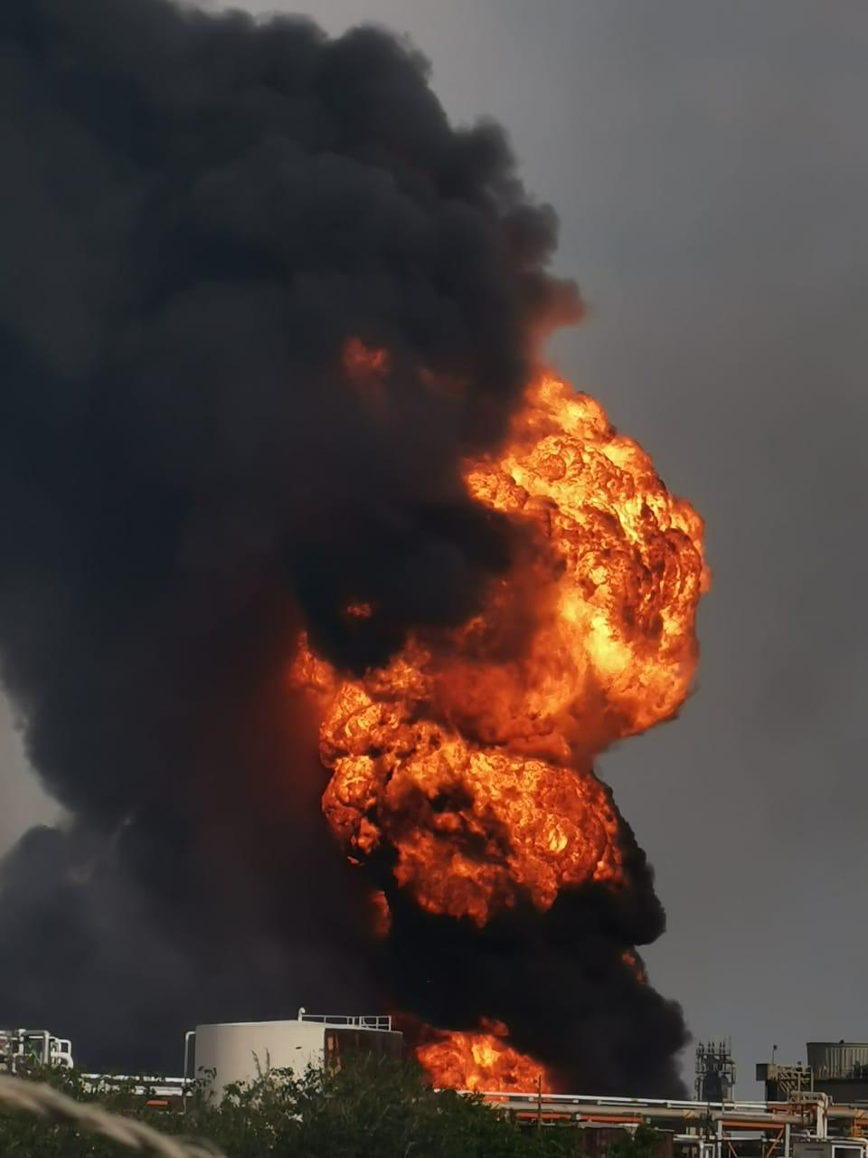Reportan explosión en refinería de Minatitlán