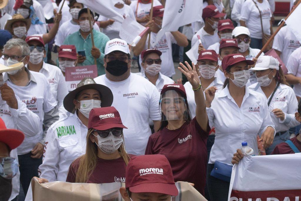 Lupita Tapia encabeza caravana en Piedras Negras