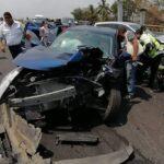 Carambola deja 11 lesionados y 18 autos dañados