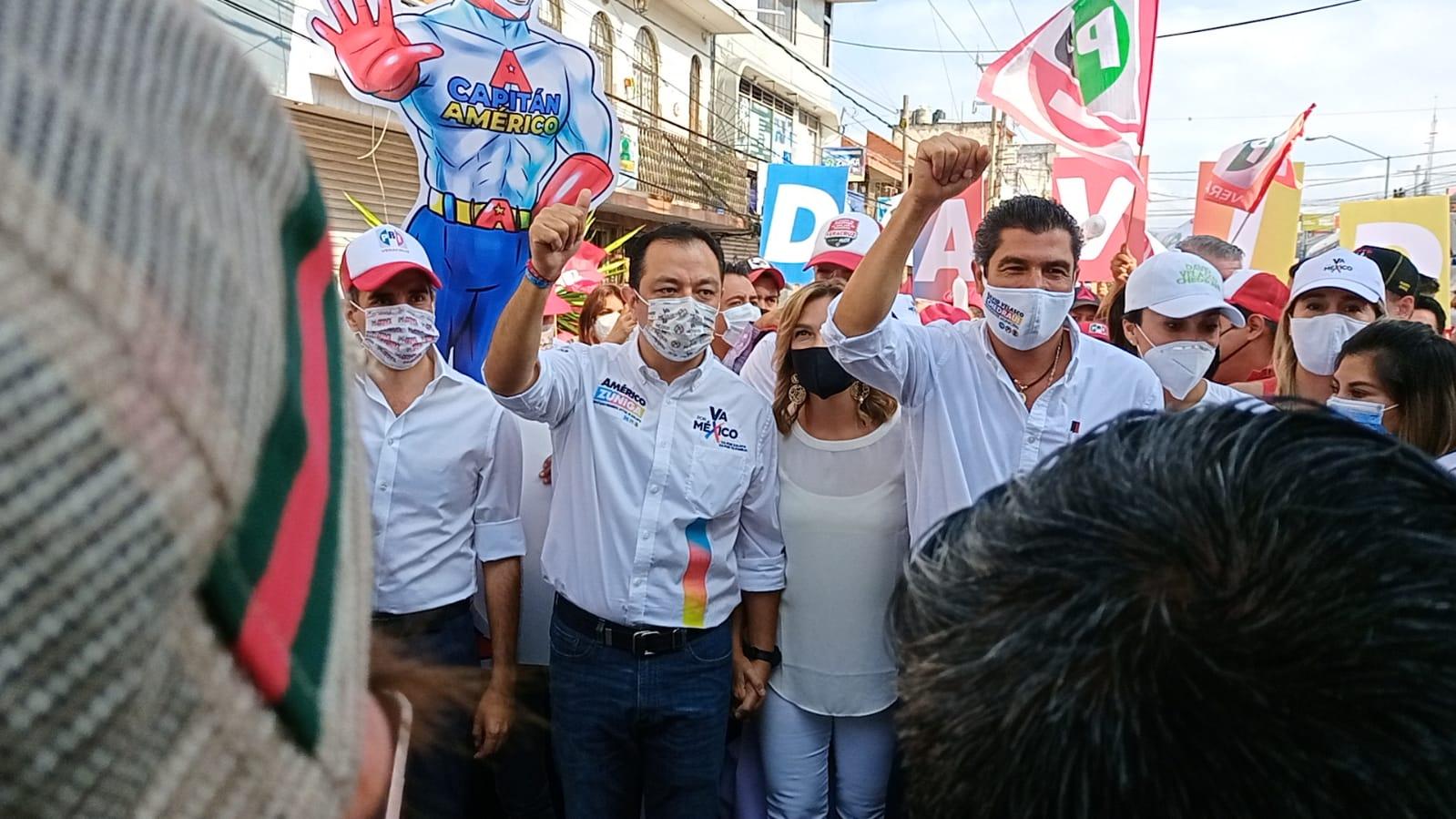 """Candidatos de la alianza Veracruz Va y Va por México marchan para """"rescatar a Xalapa"""""""