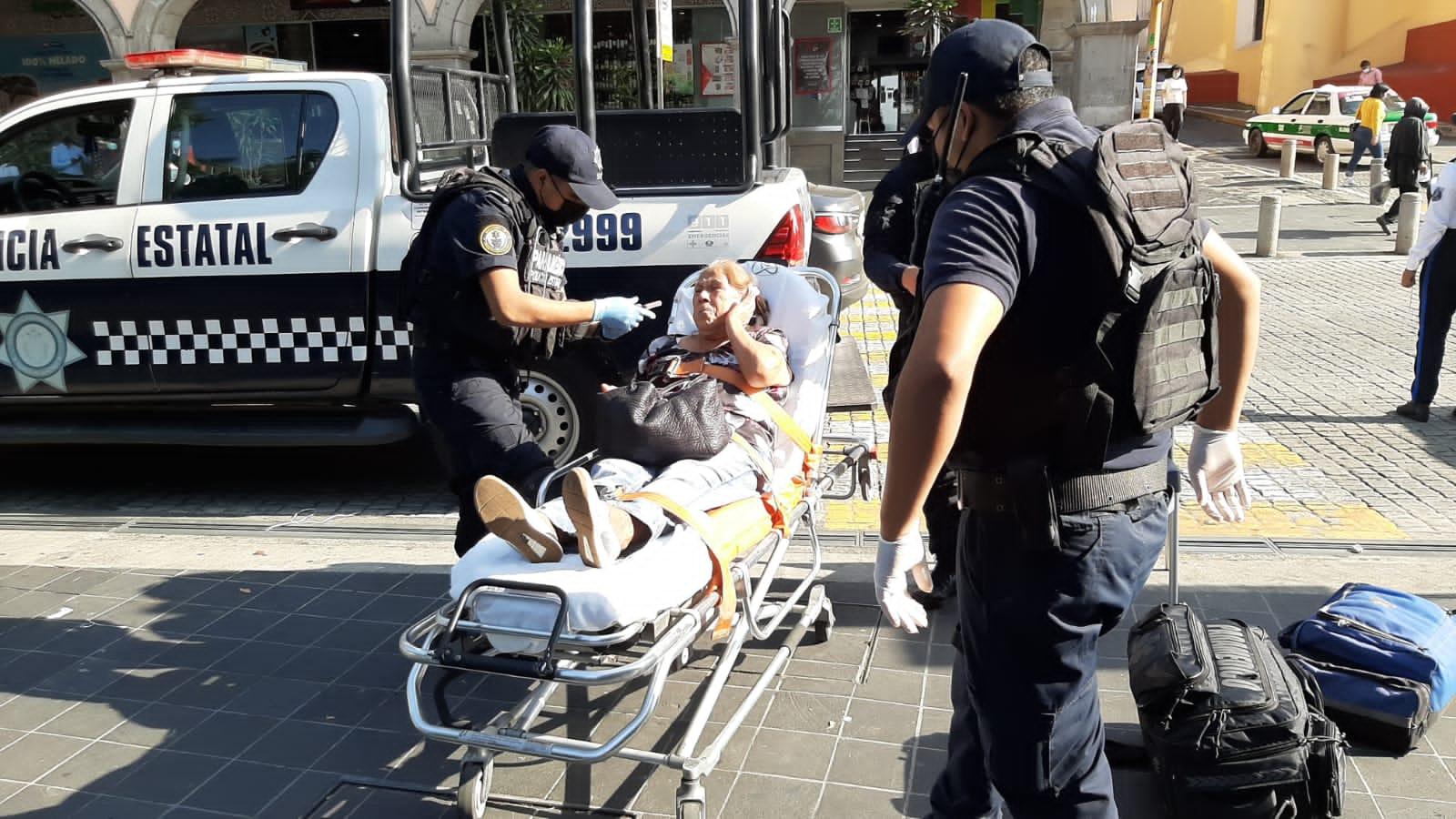 Atropellan a dos mujeres adultas en pleno centro de Xalapa