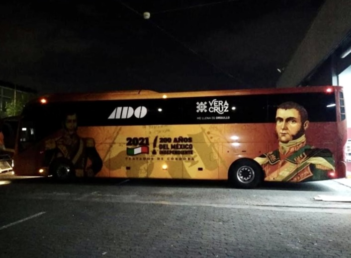 ADO presentó autobuses relacionados al 200 aniversario de los Tratados de Córdoba