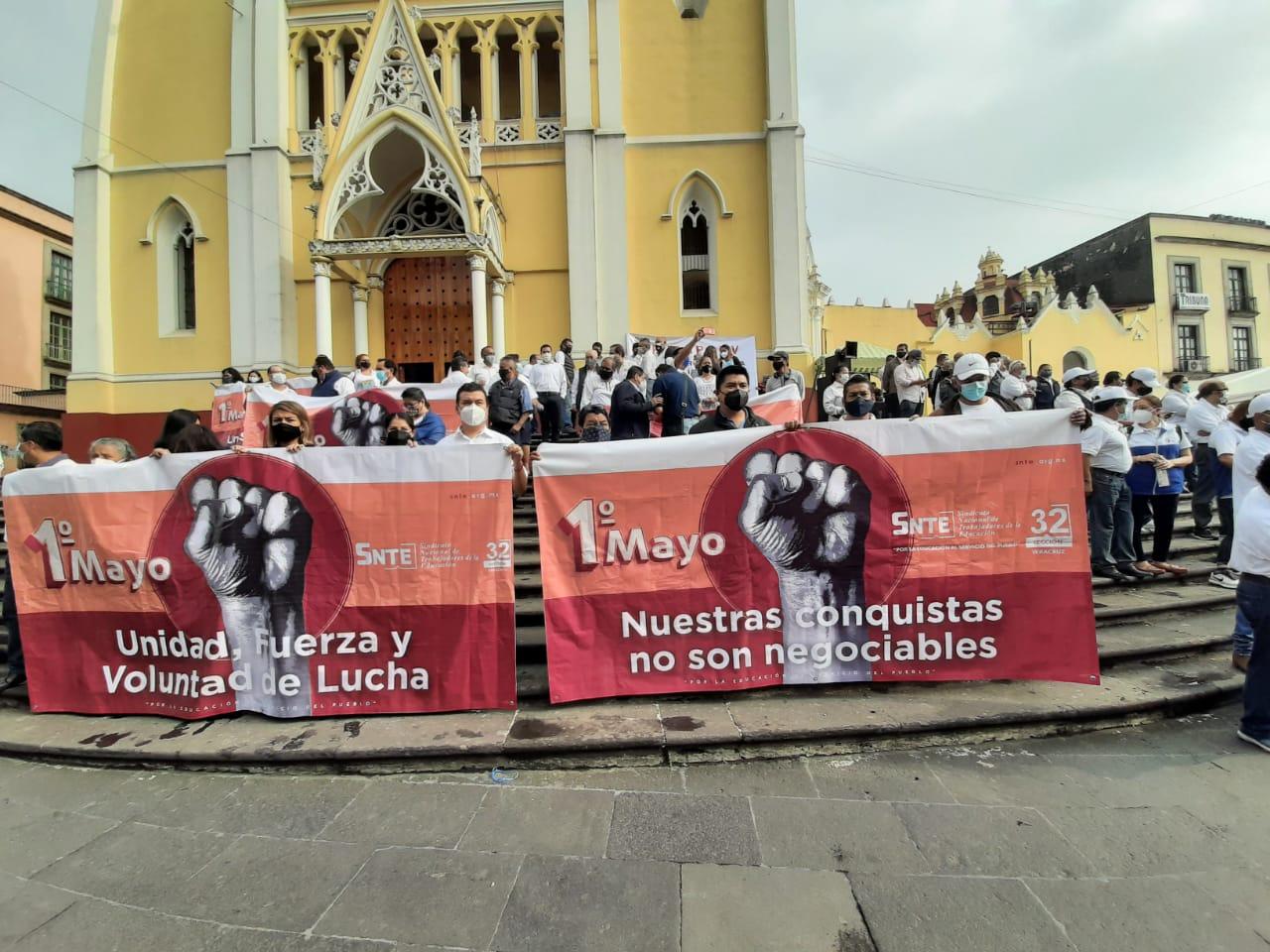 Sindicatos y organizaciones de trabajadores se plantan en la Lerdo para denunciar la inacción del gobierno para ayudar a la clase trabajadora