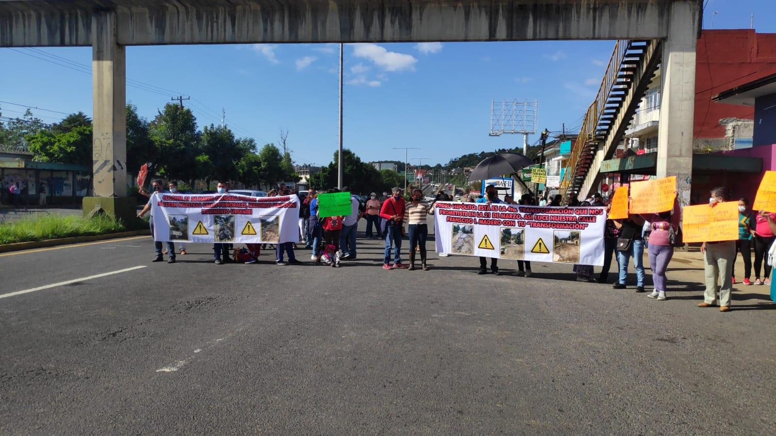 Cierran bulevar Xalapa-Banderilla en exigencia de pavimentación