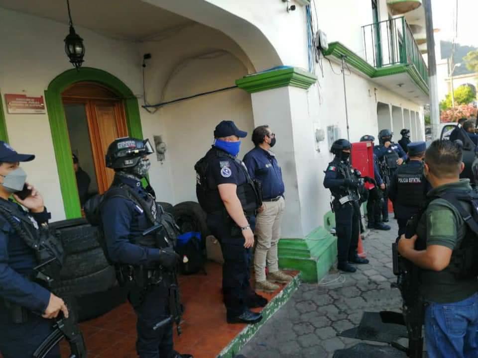 Toma SSP control de la policía de Jilotepec, elementos denuncian que los quieren llevar esposados