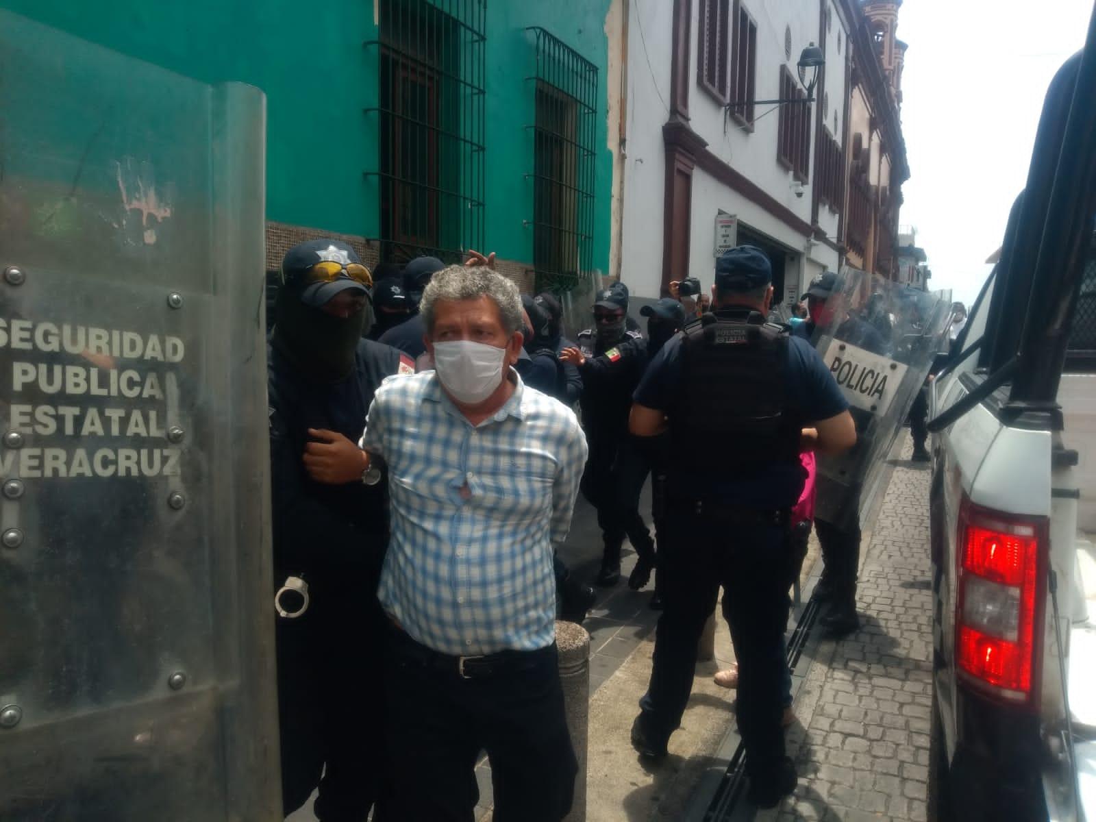Detienen a El Chino líder de Sopaver, por bloquear cochera de SSP