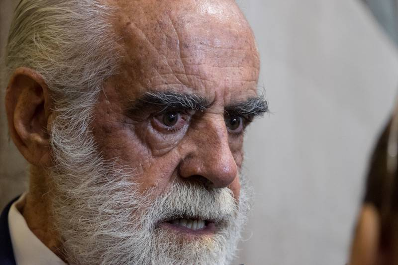 Denuncia Diego Fernández a AMLO ante la FGR