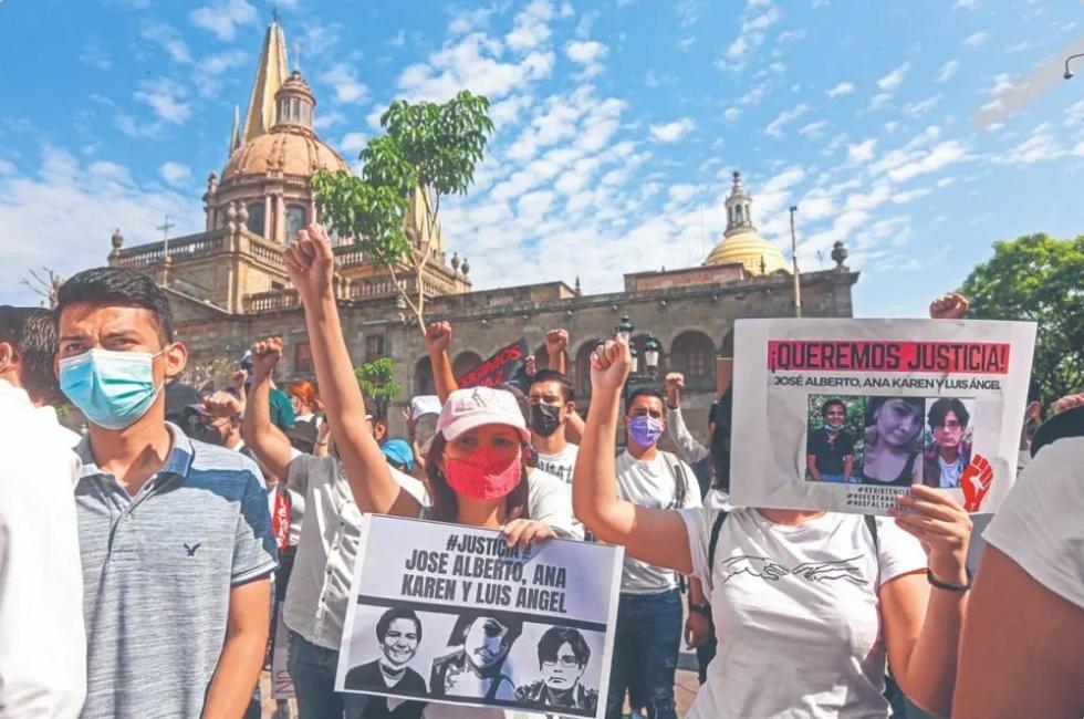 DENUNCIAN DESAPARICIÓN DE 16 ESTUDIANTES DE LA UNIVERSIDAD DE GUADALAJARA