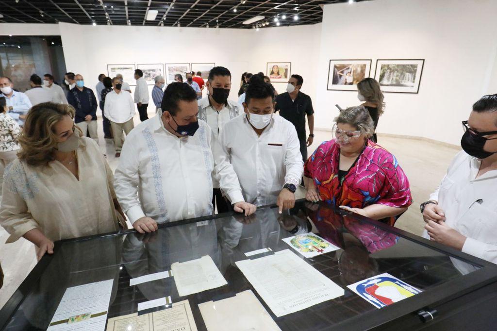 Con exposición fotográfica muestran historia, cultura y riqueza natural de Veracruz en Baja California Sur