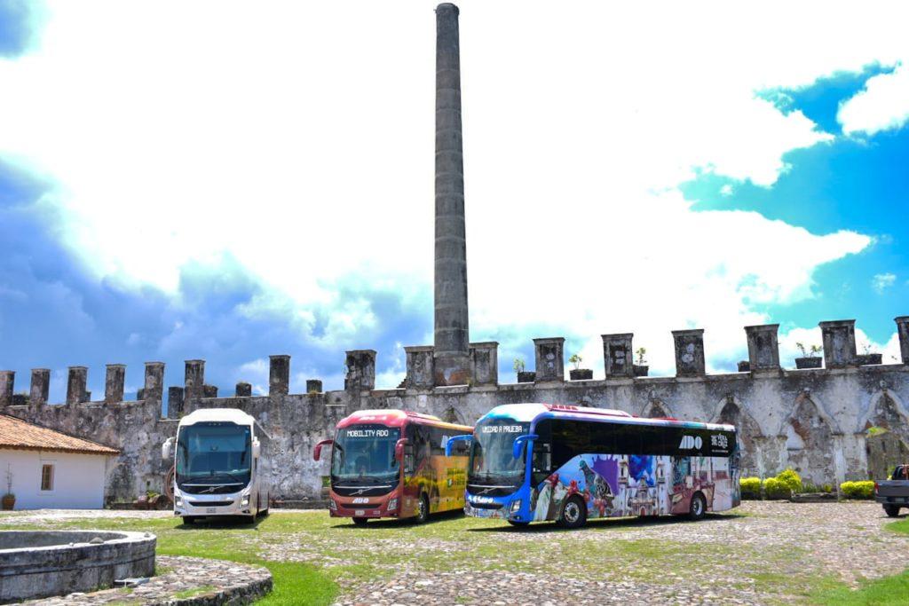 En Córdoba, la empresa ADO presentó autobuses alusivos al 200 aniversario del México independiente