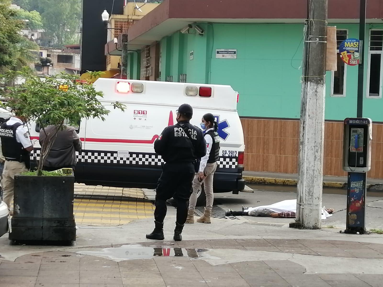 Chofer del servicio urbano atropella y mata a adulto mayor, en barrio de El Dique
