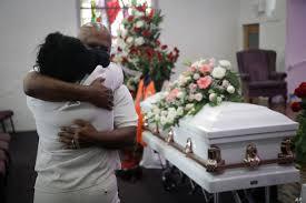 Solicitan vacunas para los trabajadores de las funerarias en Veracruz.