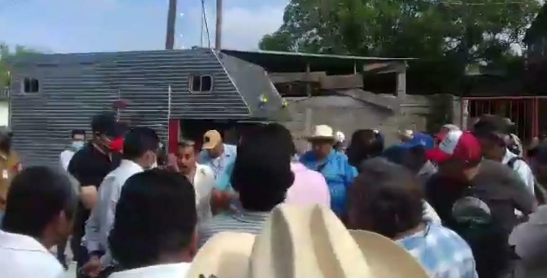 Personal del OPLE vive momentos de tensión a su llegada a Jesús Carranza