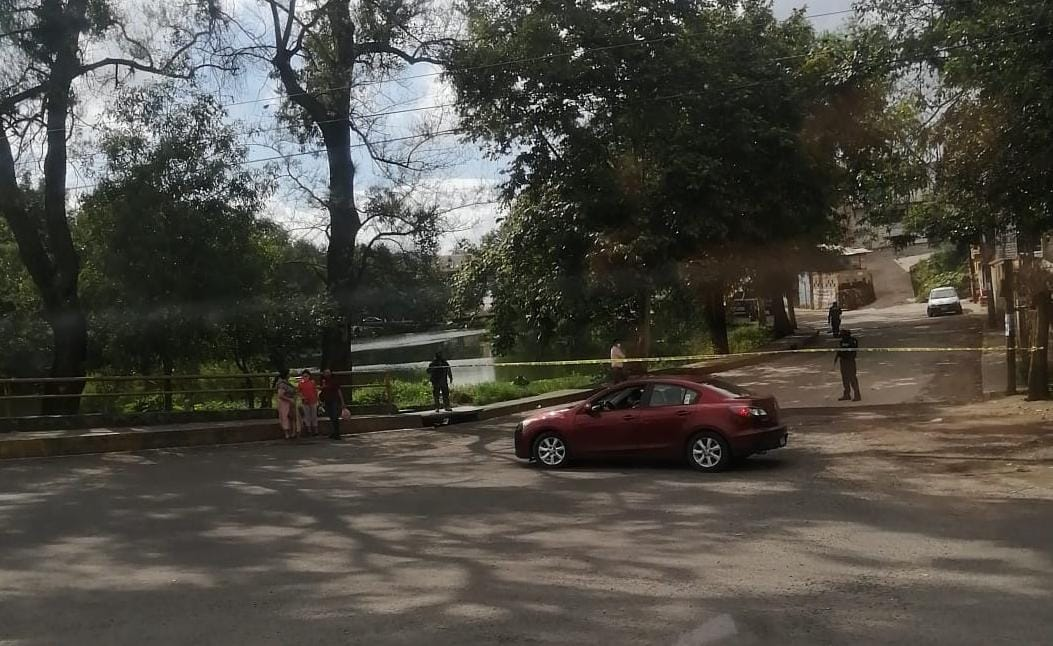 Tiran cuerpo sin vida envuelto en bolsas a laguna de Casa Blanca