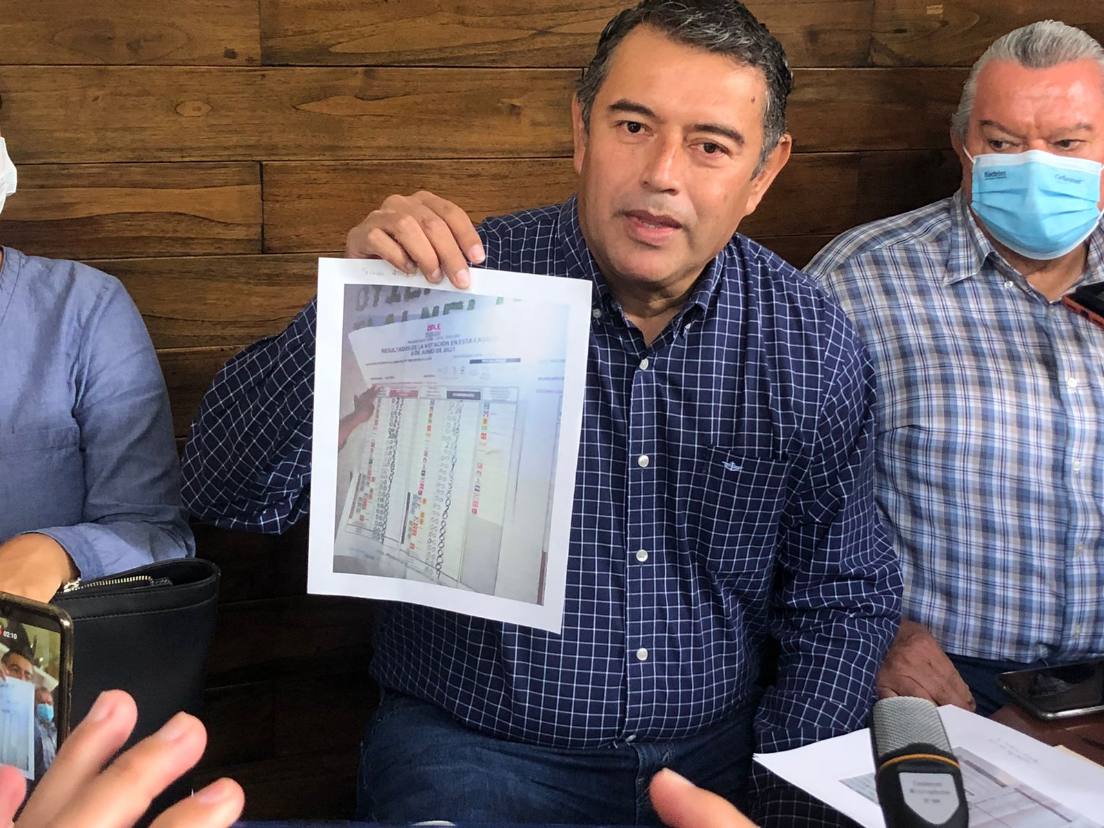 Candidato independiente de Coatepec exige apertura de paquetes, denuncia fraude