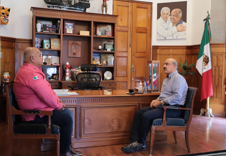 Después de su triunfo, Ricardo Ahued se reunió con el secretario de Gobierno, Eric Cisneros