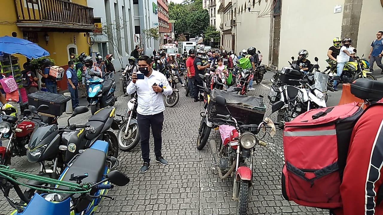 Decenas de repartidores marchan para denunciar abusos de la SSP