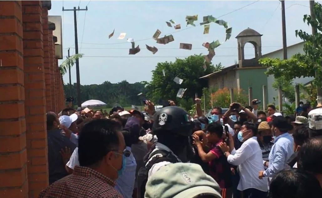 En Tuxtepec, Oaxaca golpean a mujer, por comprar votos (video)
