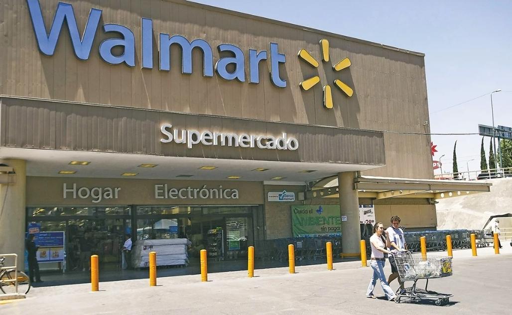 Walmart cede y adultos mayores volverán como empacadores