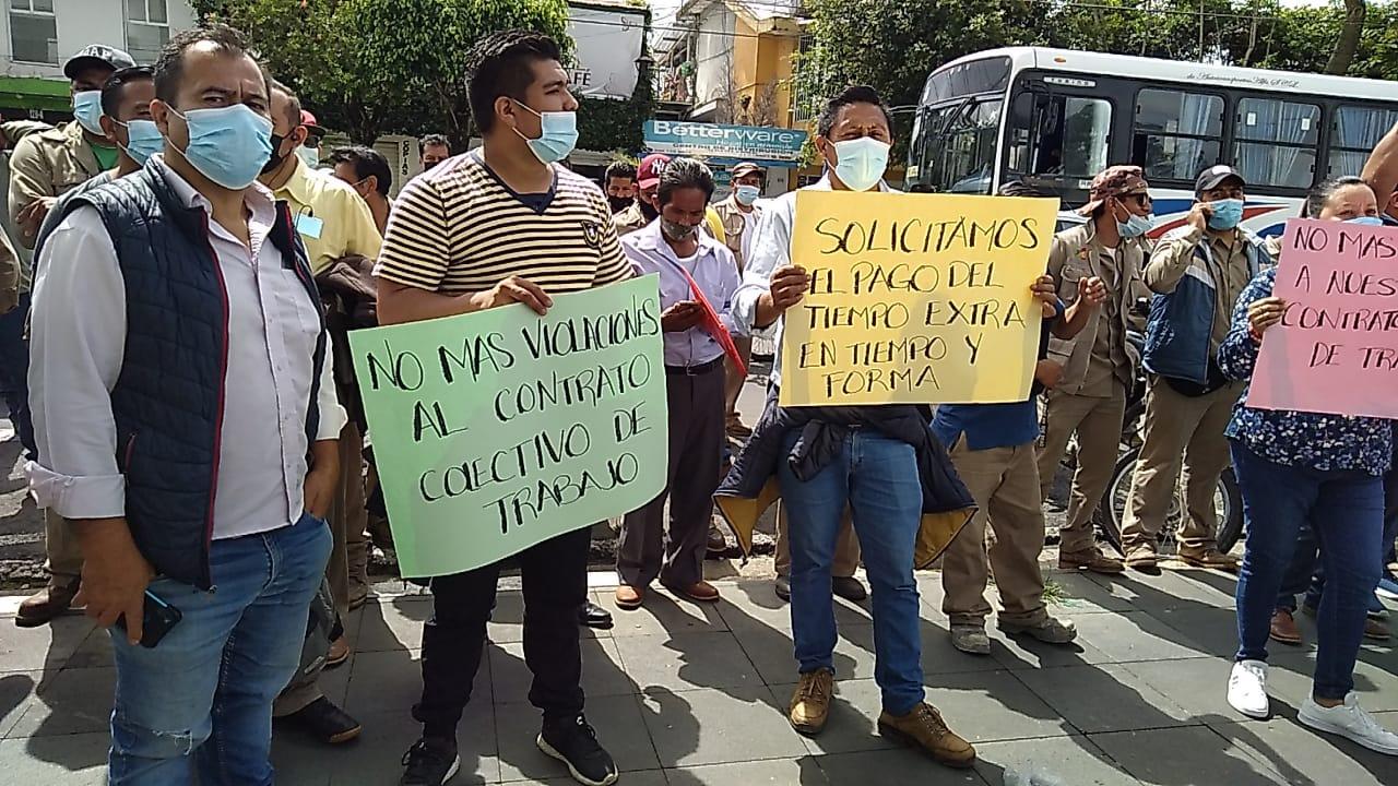 Protestan trabajadores de CMAS por incumplimiento de prestaciones como uniformes y botas