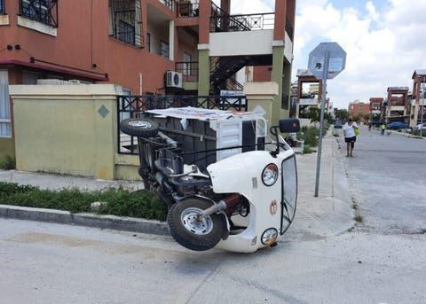 Cancún: Repartidor de gas vuelca con todo y cilindros