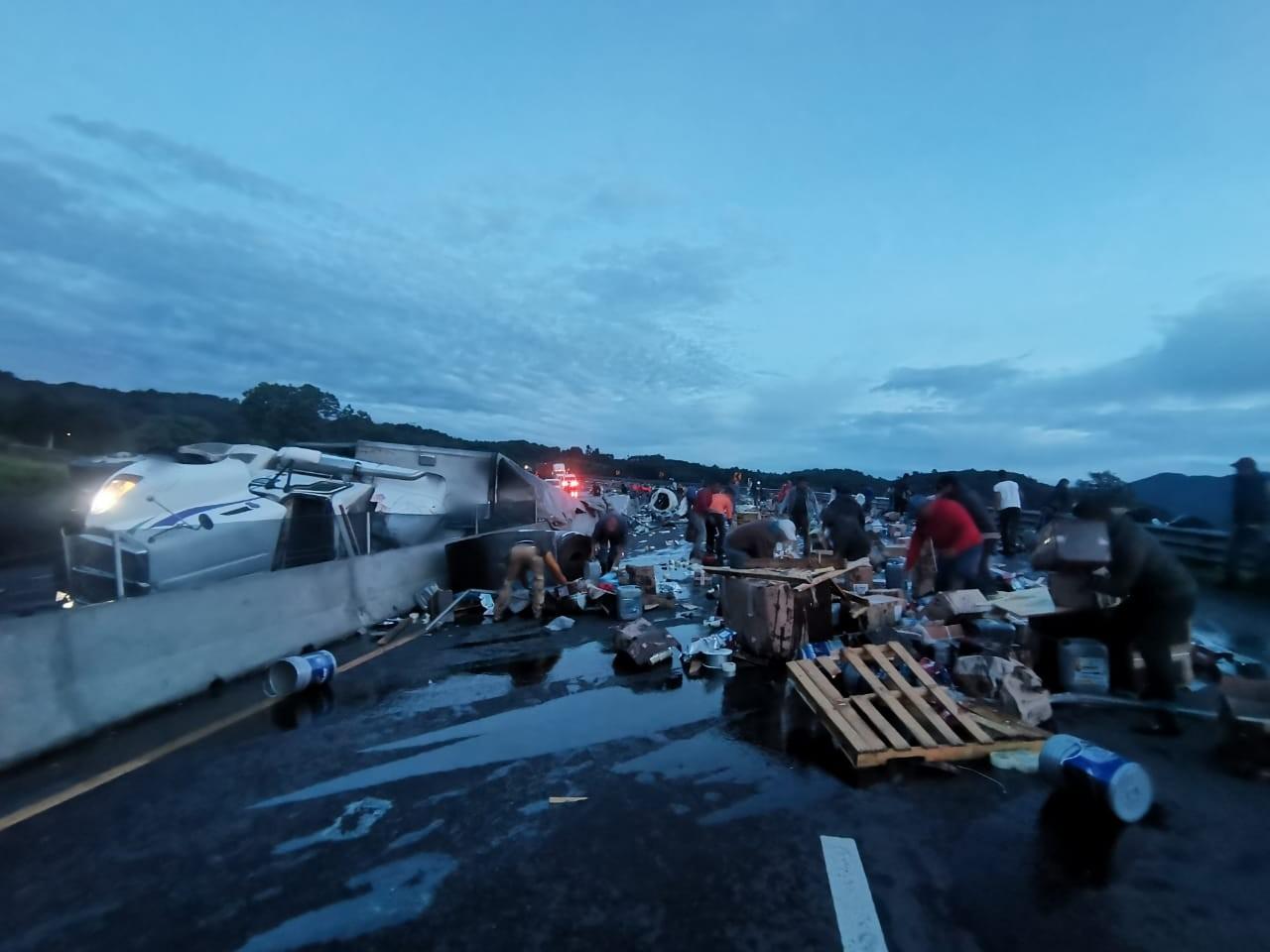 Nuevamente se registra aparatoso accidente en la Xalapa- Perote