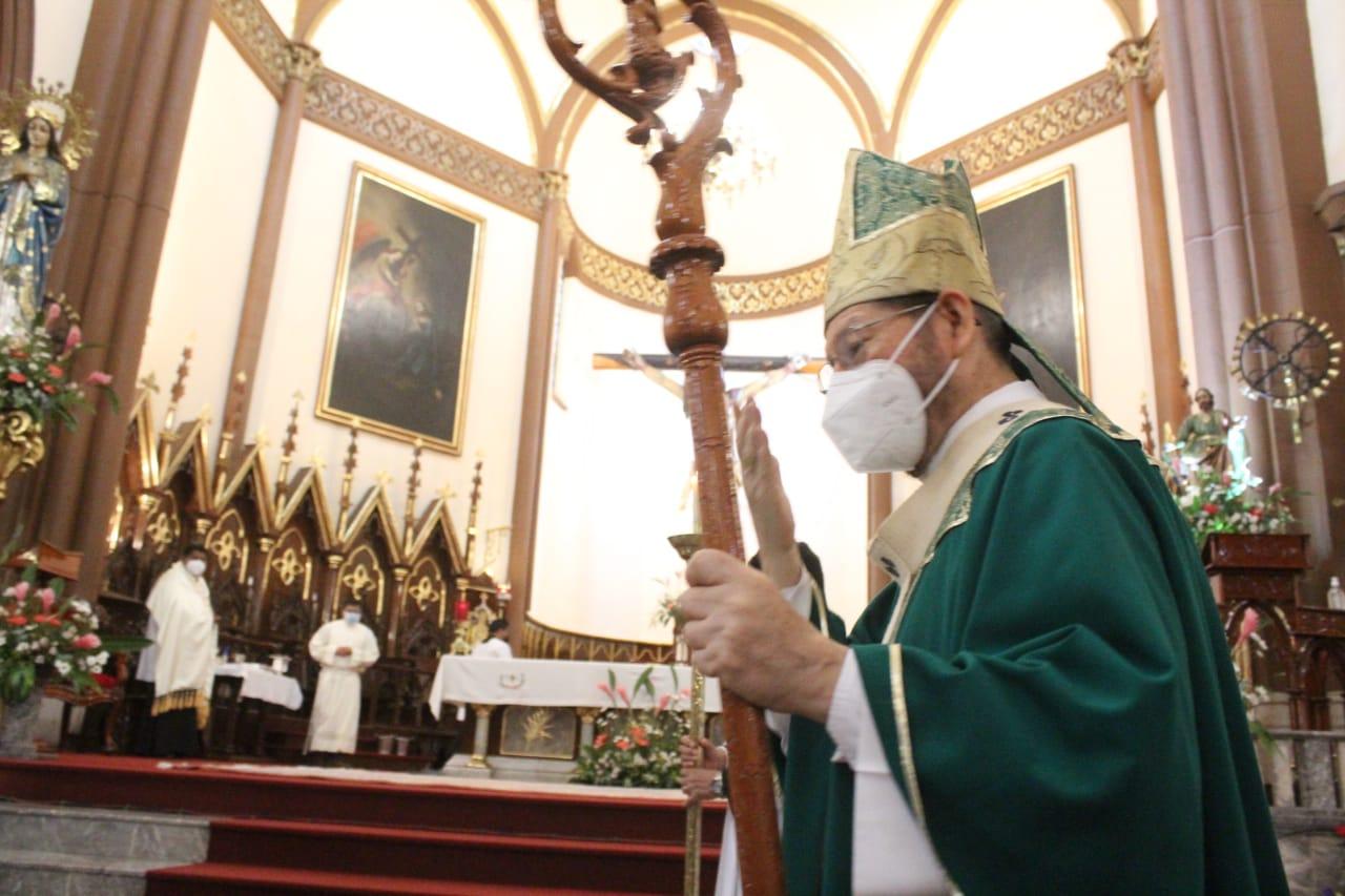 """Incrementan casos de Covid en hospitales y hogares, pero antros están a """"reventar"""", crítica Arzobispo"""