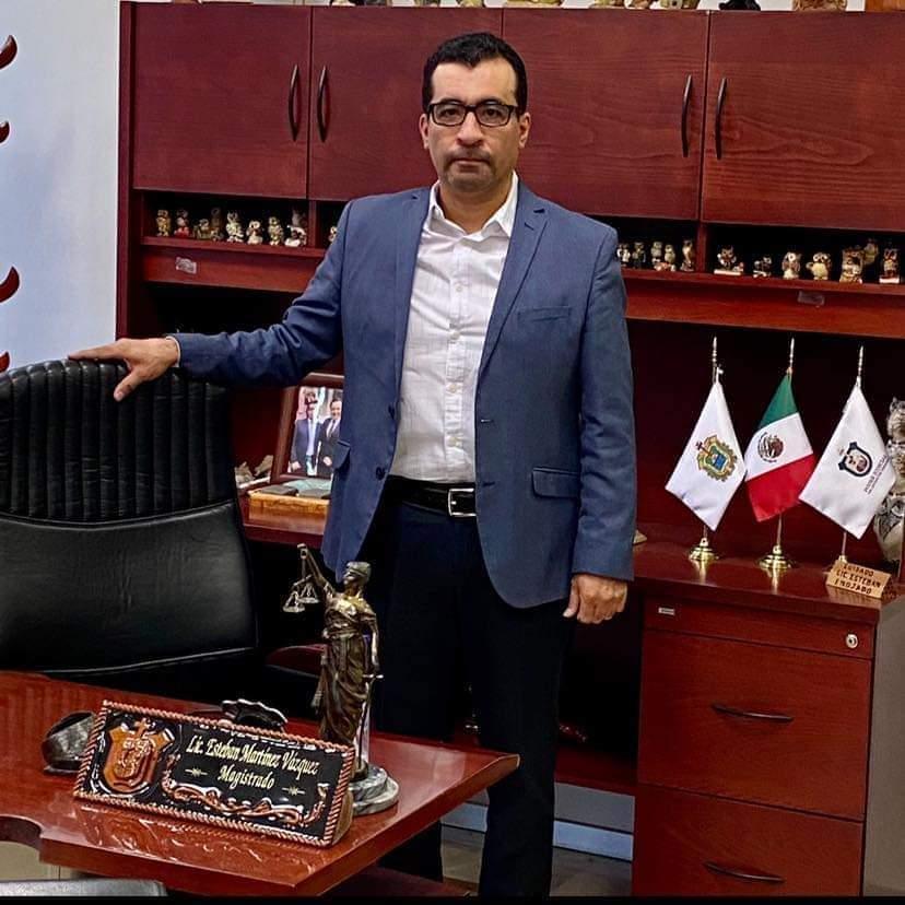Magistrado Esteban Martínez anuncia reducción del 30 por ciento de su salario en #Veracruz.