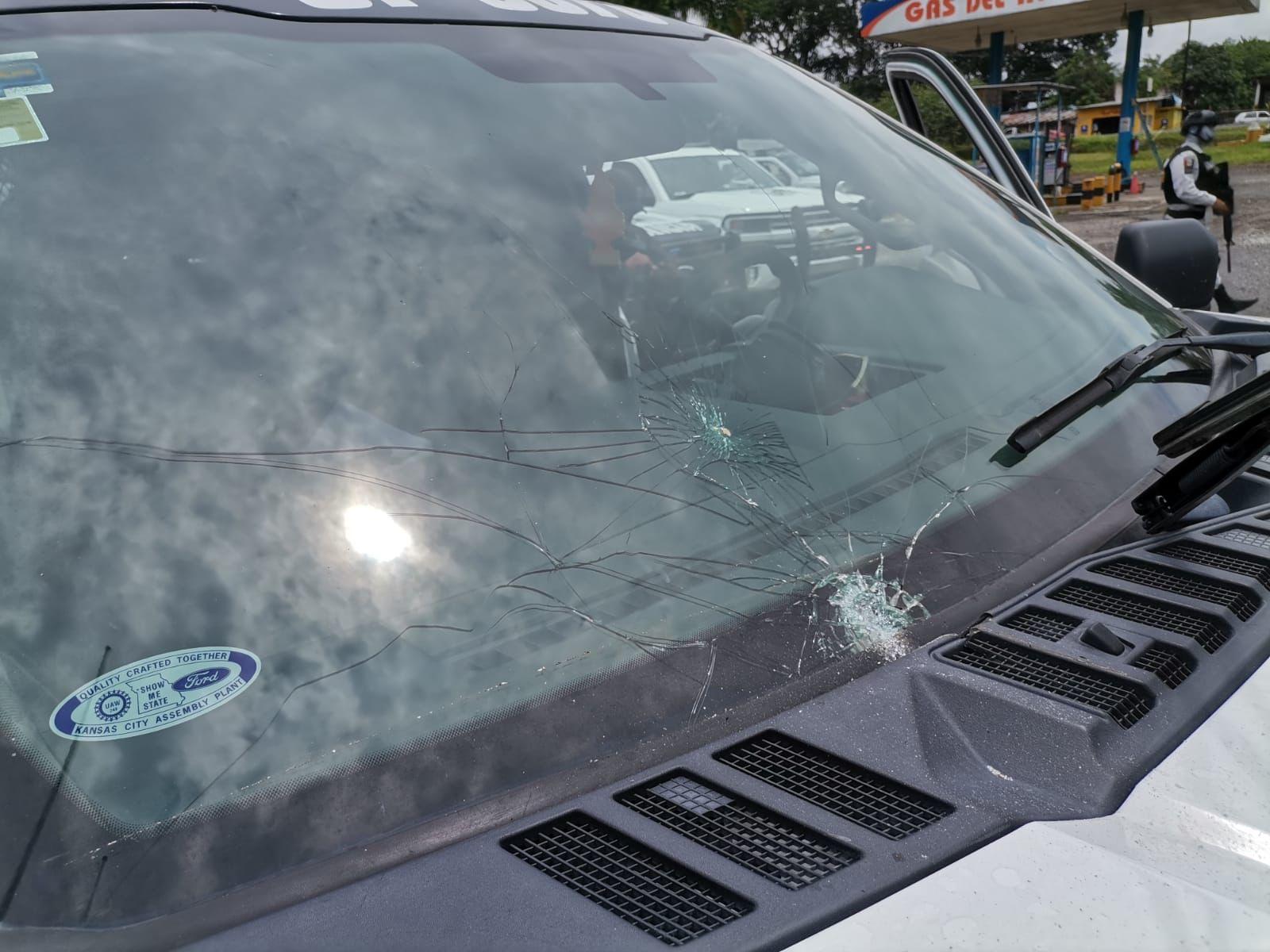 Civiles agreden a policías estatales en Tezonapa