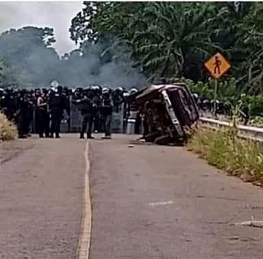 Fuerte enfrentamiento con fuerzas del orden en Pajapan por bloqueo a presa