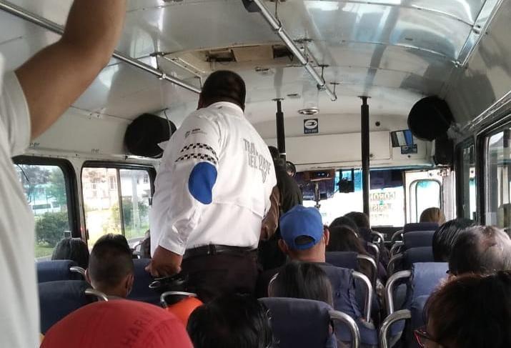 Semáforo rojo obligó a autoridades a hacer operativos en transporte público, en Xalapa