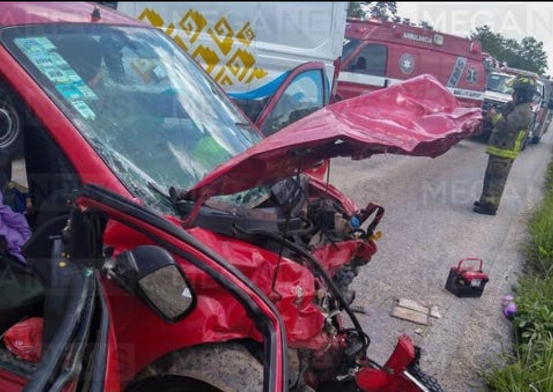 Dos muertos y varios lesionados, deja accidente carretero en Leona
