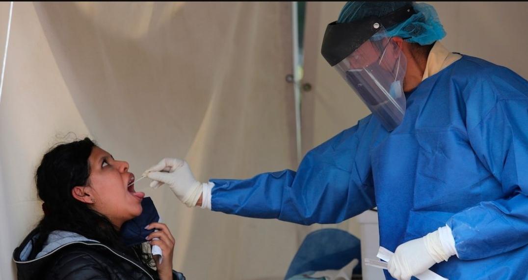 Vacunas Pfizer y Astra protegen contra variante Delta y Alfa: Investigación.
